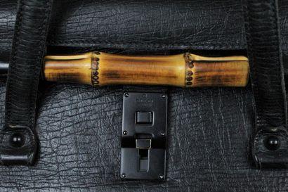 """GUCCI    Sac porté main ou épaule modèle """"Bamboo triangle so black"""" en cuir de cerf,..."""