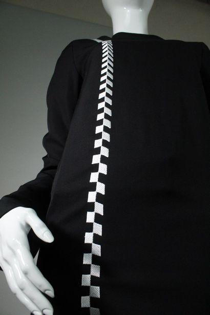 HAIDER ACKERMANN    Ensemble noir composé d'un top à manches longues à broderies...