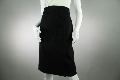 GUCCI (par Frida Giannini)    Jupe droite noire en coton boutonnée à l'arrière,...