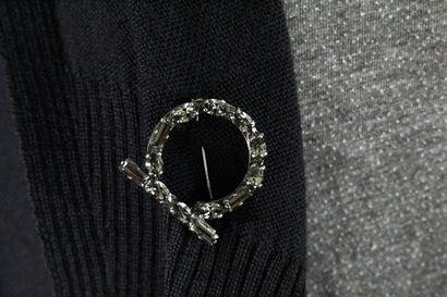 SALVATORE FERRAGAMO    Grand gilet noir en laine vierge effet châle en maille chenille...