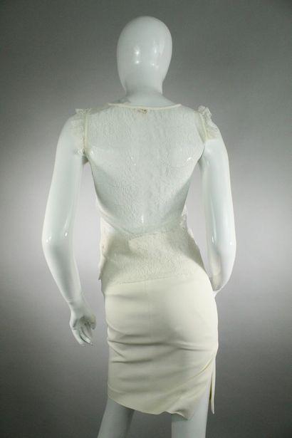 VALENTINO    Ensemble crème composé d'une veste droite à empiècements géométriques...