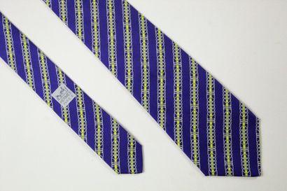HERMES  Cravate en soie à motifs d'étriers...
