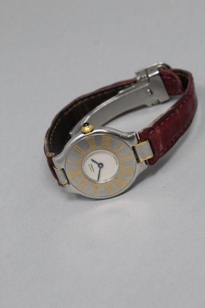 CARTIER (Must de)  Montre bracelet, boitier rond en métal, cadran à fond crème et...