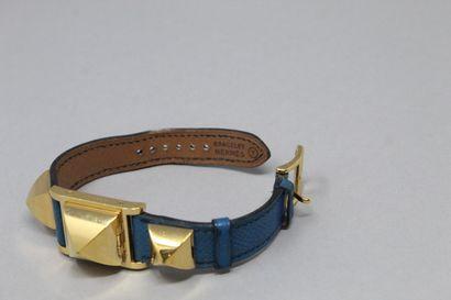 HERMES  Montre bracelet de dame, boîtier carré en métal doré, cadran à fond blanc...