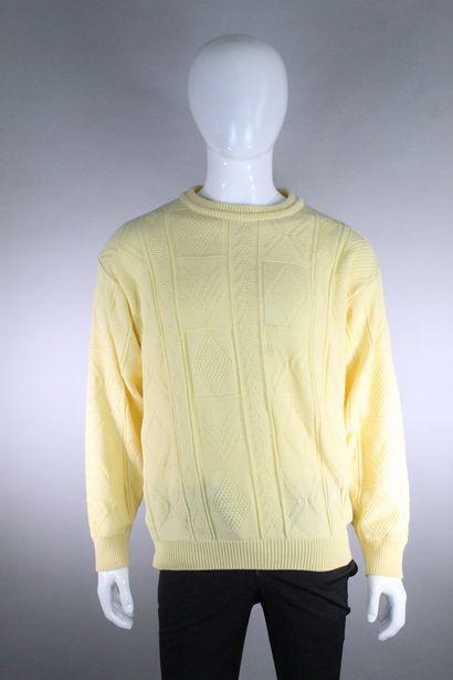 ST MICHAEL    Pull en maille jaune pâle à motifs de losange et bandes géométriques....