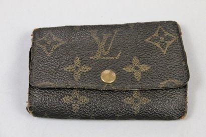 LOUIS VUITTON  Multiple key ring in canvas monogrammed with six hooks, double flaps...
