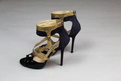 JIMMY CHOO    Paire de sandales à talons hauts en daim violet, cuir effet serpent...