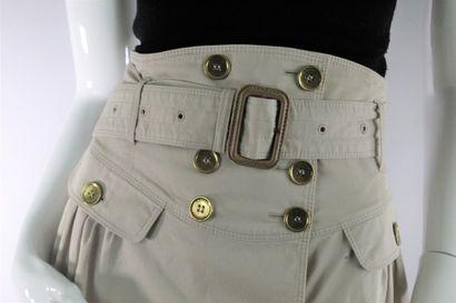 BURBERRY    Jupe portefeuille effet trench beige à détails de boutons dorés siglés,...