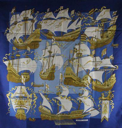 """HERMES    Carré modèle """"Armada"""" en soie bleue, jaune et blanche.  Année de création..."""