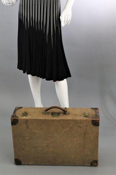 HERMES    Grande valise rigide en toile crème...
