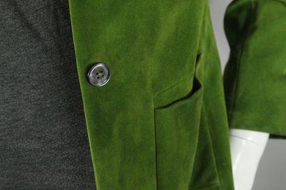 JIL SANDERS    Veste en daim vert à double boutonnage, deux poches plaquées, ceintrage...
