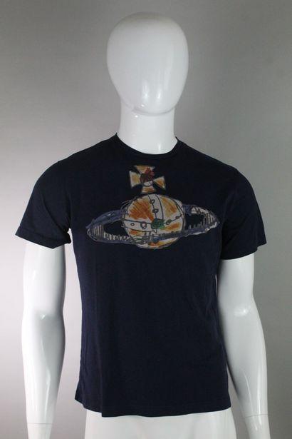 VIVIENNE WESTWOOD MAN    T-shirt en coton bleu nuit à imprimé central du logo emblême...