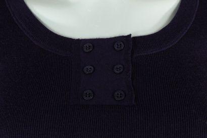 GUCCI (par Frida Giannini)    Top à manches courtes violet en mailles, évasé sur...