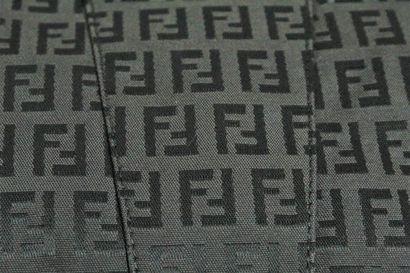 """FENDI    Sac porté main ou épaule en toile """"Zucca"""" monogrammée et cuir noir. APlats..."""