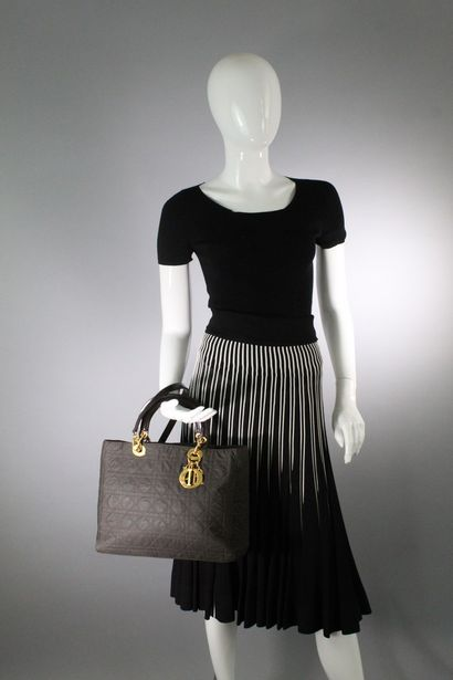 CHRISTIAN DIOR    Modèle Lady Dior GM en...