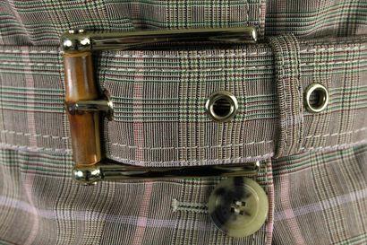 GUCCI    Veste courte en laine imprimée tartan à effet trench-coat, boutonnage central...