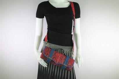 HUG & YOU Sac porté main, épaule ou bandoulière (amovible) en python rouge et galuchat...