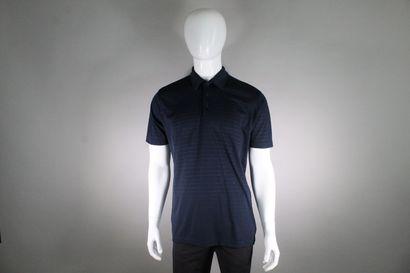 LE FROG ORIGINAL    Polo manches courtes bleu nuit à trois bouton.    Taille : ...