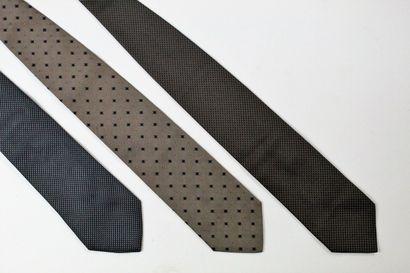 HUGO BOSS  Lot de trois cravates en soie