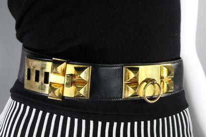 """HERMES    Ceinture modèle """"Médor"""" en cuir box noir et bijouterie métal doré, passant..."""