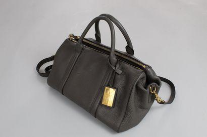 CAR SHOES    Sac porté main, épaule ou bandoulière (amovible) en cuir grainé gris....