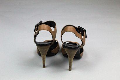PIERRE HARDY    Paire de sandales à talons en cuir camel et cuir verni noir, talon...