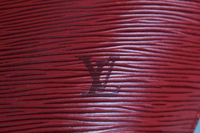 LOUIS VUITTON  Sac porté main ou épaule Saint Jacques petit modèle en cuir épi rouge....