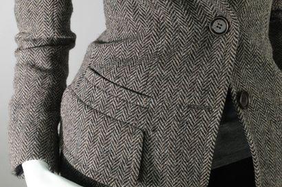 CELINE    Veste ceintrée à triple boutonnage à motifs chevrons chinée gris, noir,...