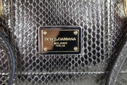 """DOLCE & GABBANA    Petit sac modèle """"Miss Sicily"""" porté main ou bandoulière (amovible)..."""