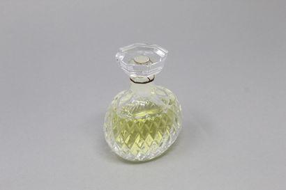 ANONYME    Un flacon de parfum en verre à...