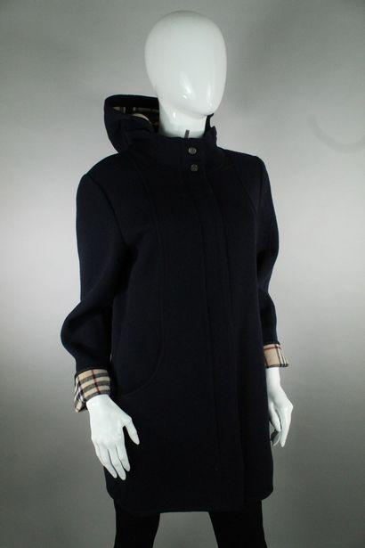 BURBERRY    Manteau mi-long en laine mélangée...