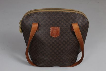 CELINE    Shoulder or hand bag in leather and macadam canvas, two large zipped pockets....