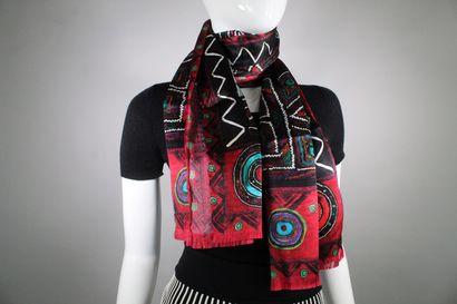 LES ORIGINES  Deux écharpes en soie, création Cristina Pineda pour le musée du quai...