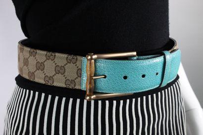 GUCCI    Importante ceinture en cuir bleu...