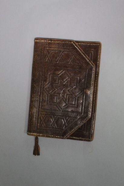 ANONYME Lot de sept pochettes et sacs, dont certains en reptile et daim.