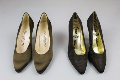 RENE MANCINI et PAOLA DE BOCCARD Lot de deux paires d'escarpins marron, les premiers...