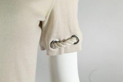 BURBERRY    Top à manches courtes beige en mailles à décor de cordages passant dans...