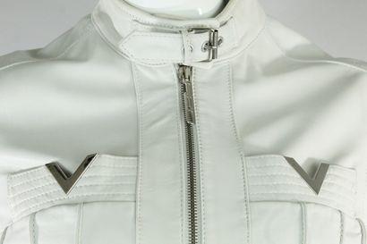 VALENTINO R.E.D.    Veste en cuir blanc à bijouterie argentée, ornée doublement...