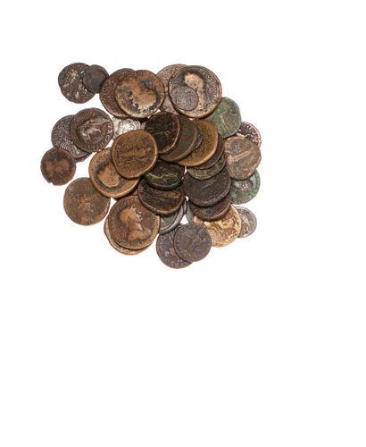 Lot de 47 monnaies romaines en billon et...