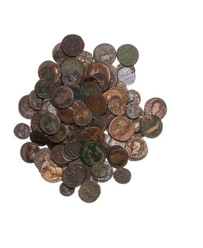 EMPIRE ROMAIN  Lot de 130 monnaies de bronze...