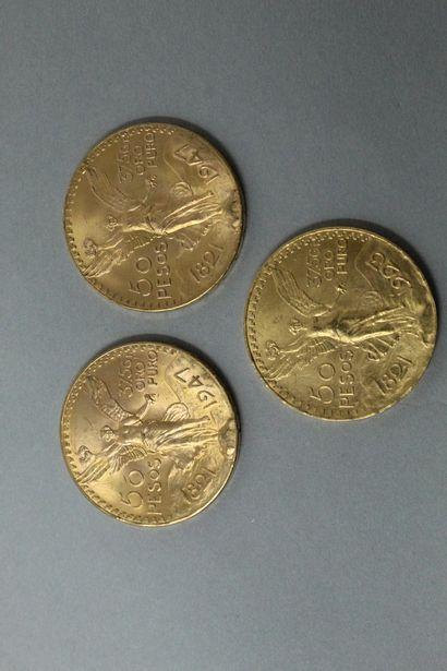 Lot de trois pièces en or de 50 Pesos.  TTB...