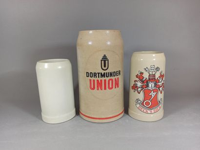 Travail allemand.  Lot de 3 chopes à bière...