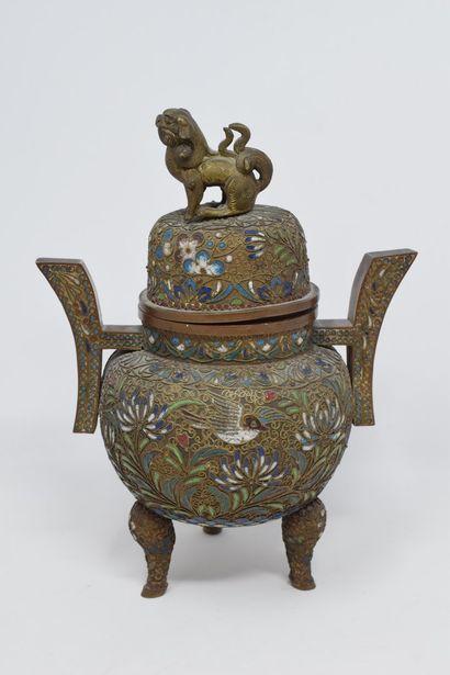 Chine XXème  Pot couvert en cuivre à décor...