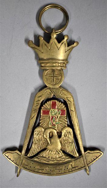 Bijou de chevalier Rose Croix.  Bronze et...