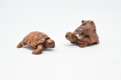 JAPON - XXème  Deux netsuké en bois figurant...