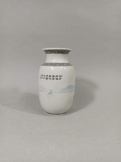 CHINE - Moderne  Vase à col évasé en porcelaine...