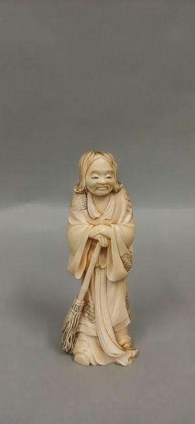 JAPON, vers 1900,  Okimono en ivoire représentant...