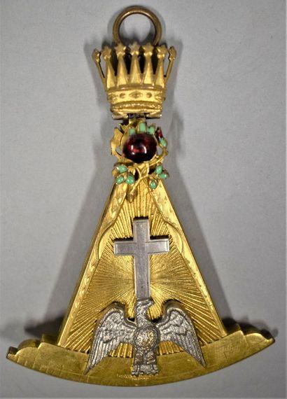Bijou de chevalier Rose Croix.  Métal doré...