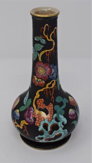 CHINE Moderne  Vase en porcelaine dans le...