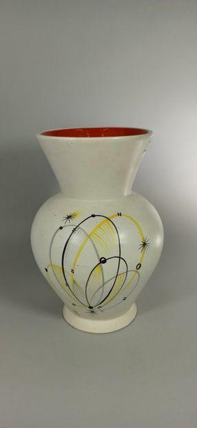 BAUD André (1903 -1986)  Vase blanc à décor...